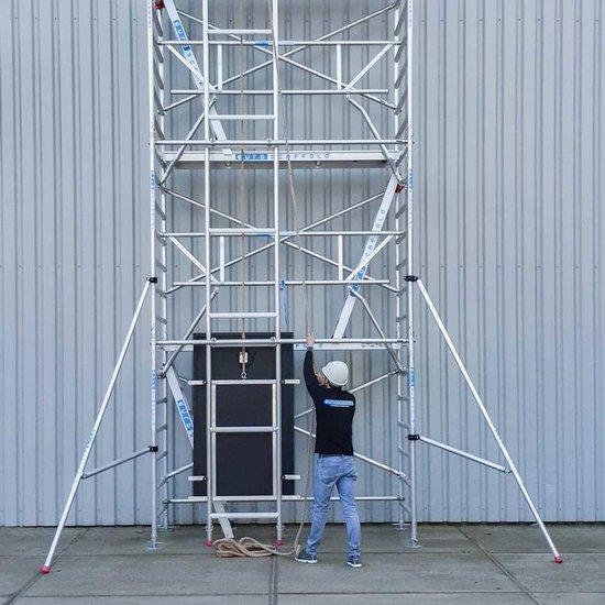 Zonnepanelen lift 8,2m werkhoogte